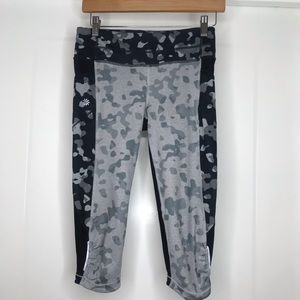 Athleta Camo Print Crop Pant w/ Cellphone